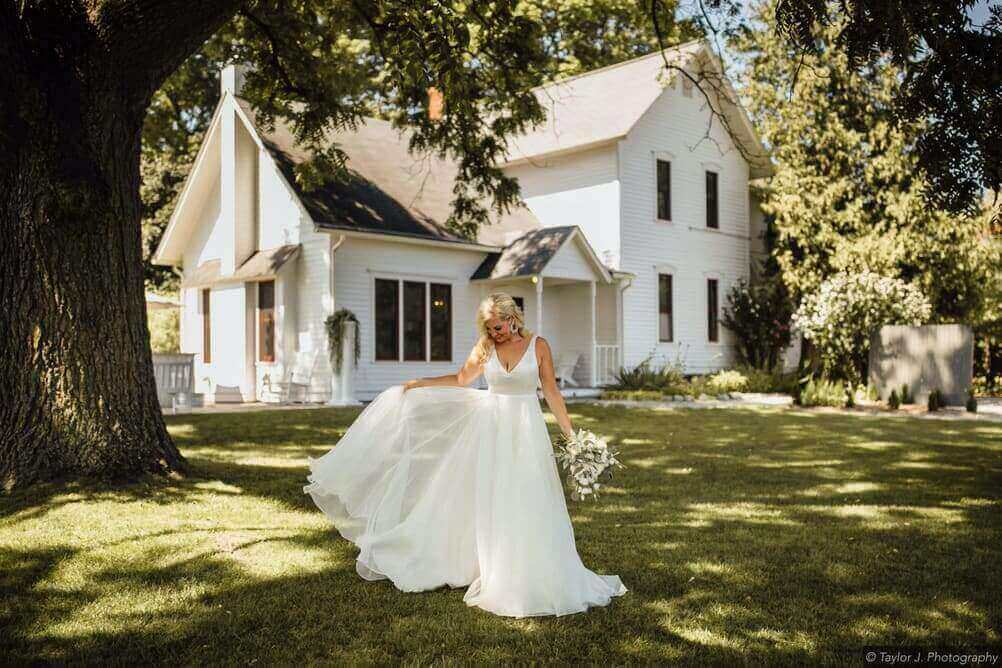 Northern Michigan Wedding at Aurora Cellars Farmhouse
